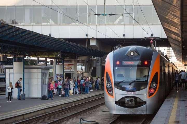 Укрзалізниця почала продаж квитків на три спецпотяги з Польщі