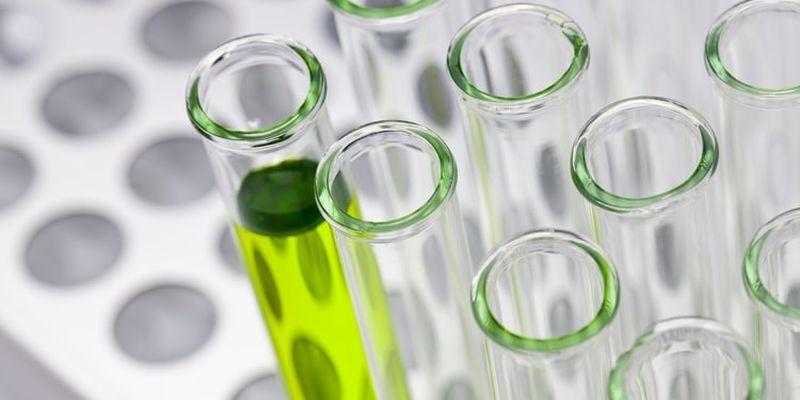 Тесты на коронавирус необходимо делать даже людям без видимых симптомов, заявляют медики